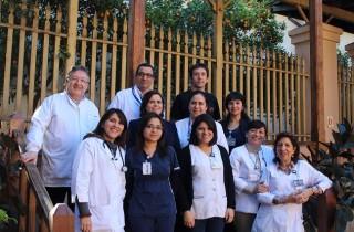 El equipo multiprofesional que se ocupa de Ley Ricarte Soto en el HOSLA, integrado por médicos, enfermeras, químicos farmacéuticos, asistente social, tecnólogo médico y matrona.